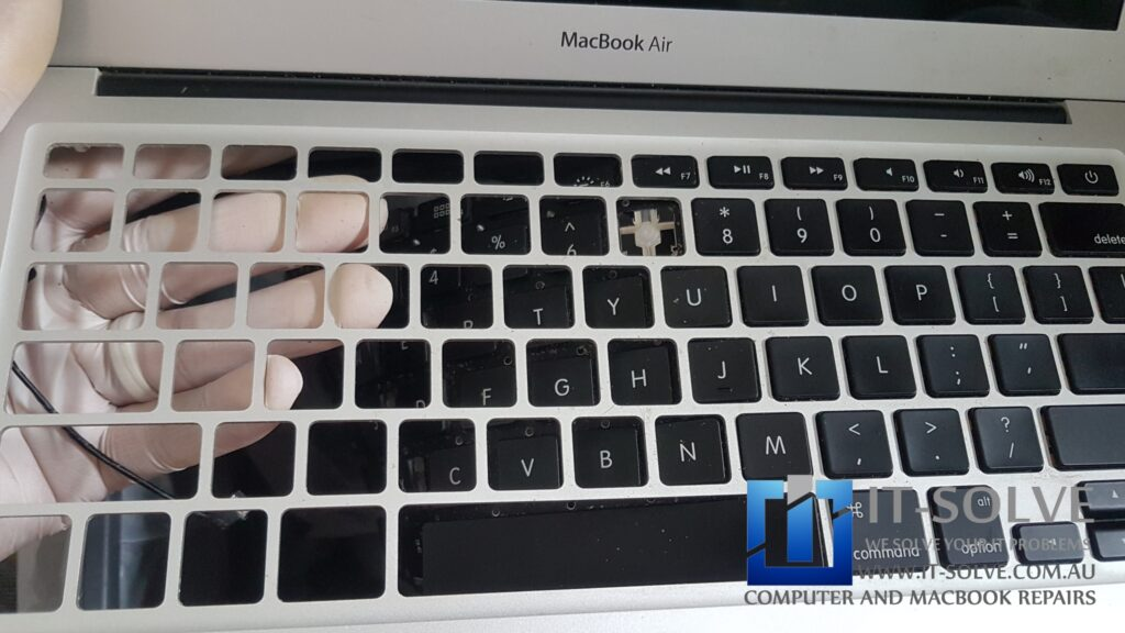 Removing faulty keyboard of Macbook Air A1466