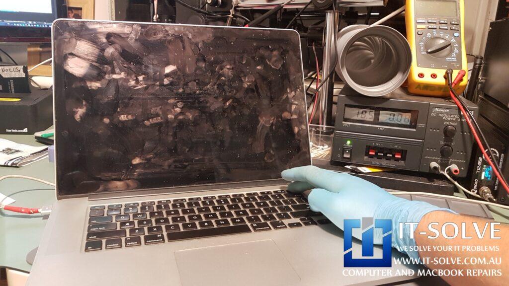 Macbook Pro Retina turns on with black screen