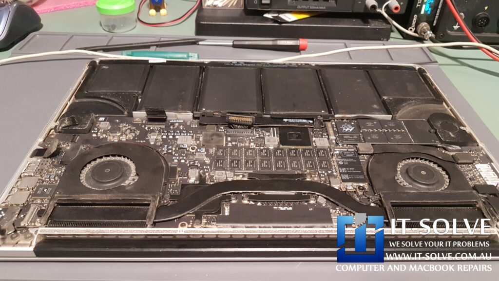 Dusty Macbook Pro with a failed graphic card