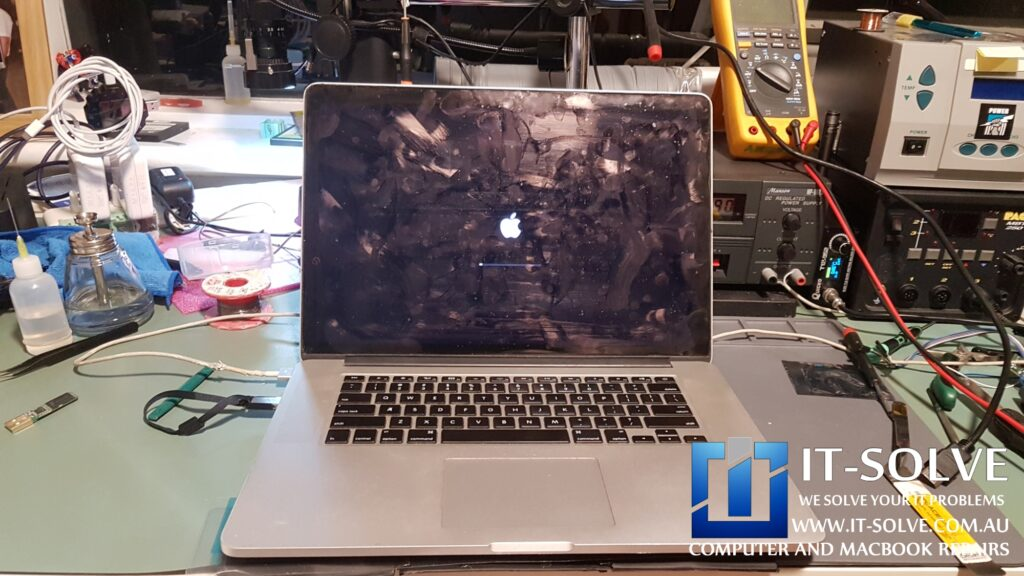 Macbook Pro Retina turns on after graphic card repair